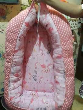 Tempat tidur bayi portable