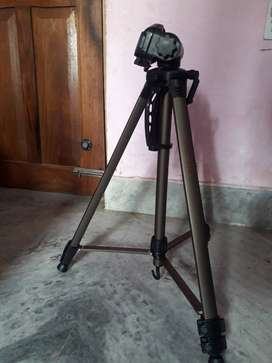 dslr camera tripod 6feet hight .new conditions