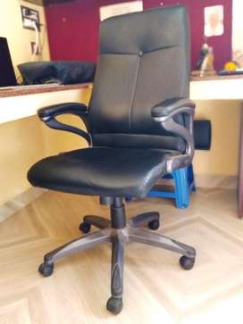 Leather office chair in excellent condition