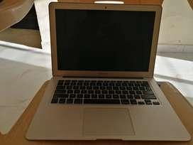 Apple MacBook Air (13-inch, 1.8GHz Dual-core Intel Core i5, 8GB RAM