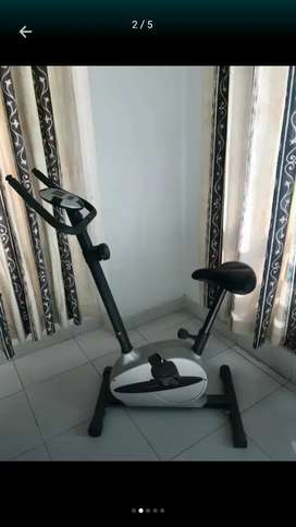 Magnetic exercise cycling machine