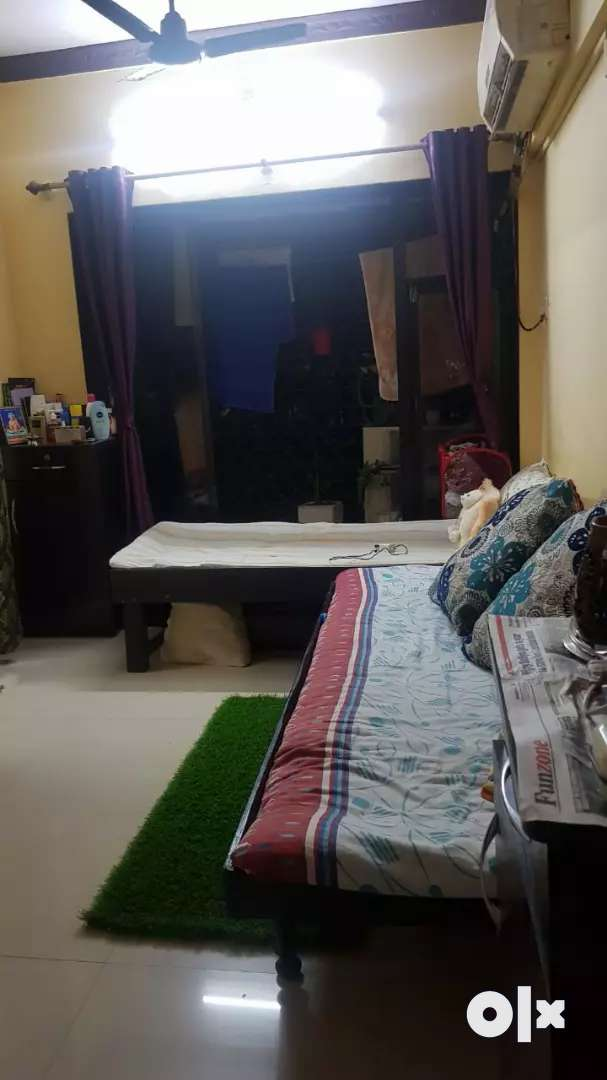 Diwan bed in good condition 0