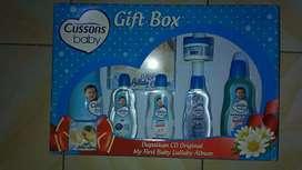 Perlengkapan mandi bayi Cussons baby gift set biru