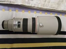 Canon 300 MM F2.8 L IS Lens