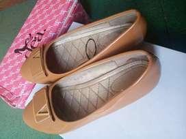 Sepatu merk Dea Coklat susu kilap no.38