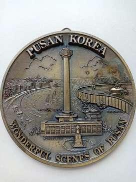 """Piring Gantung """" PUSAN KOREA"""" Unik lambang Kota Korea."""