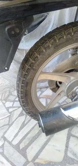 Tyre bilkul new condition ha 90 % ha tyre bhut ghat chlya