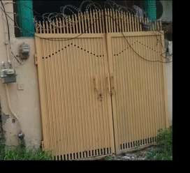 House main gate ( size7.50x7)for urgent sale