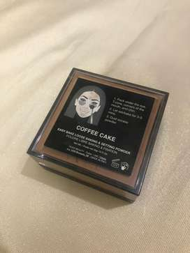 Hudabeauty Easy Bake Face Powder in Coffee Cake