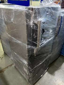 Refridgerator good condition 6 month warenty 1 year compressor