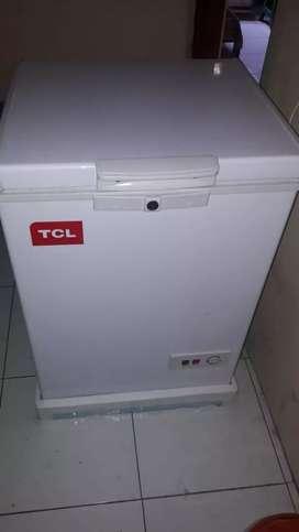 Di jual freezer masih baru