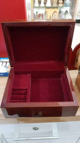 Kotak Perhiasan Music