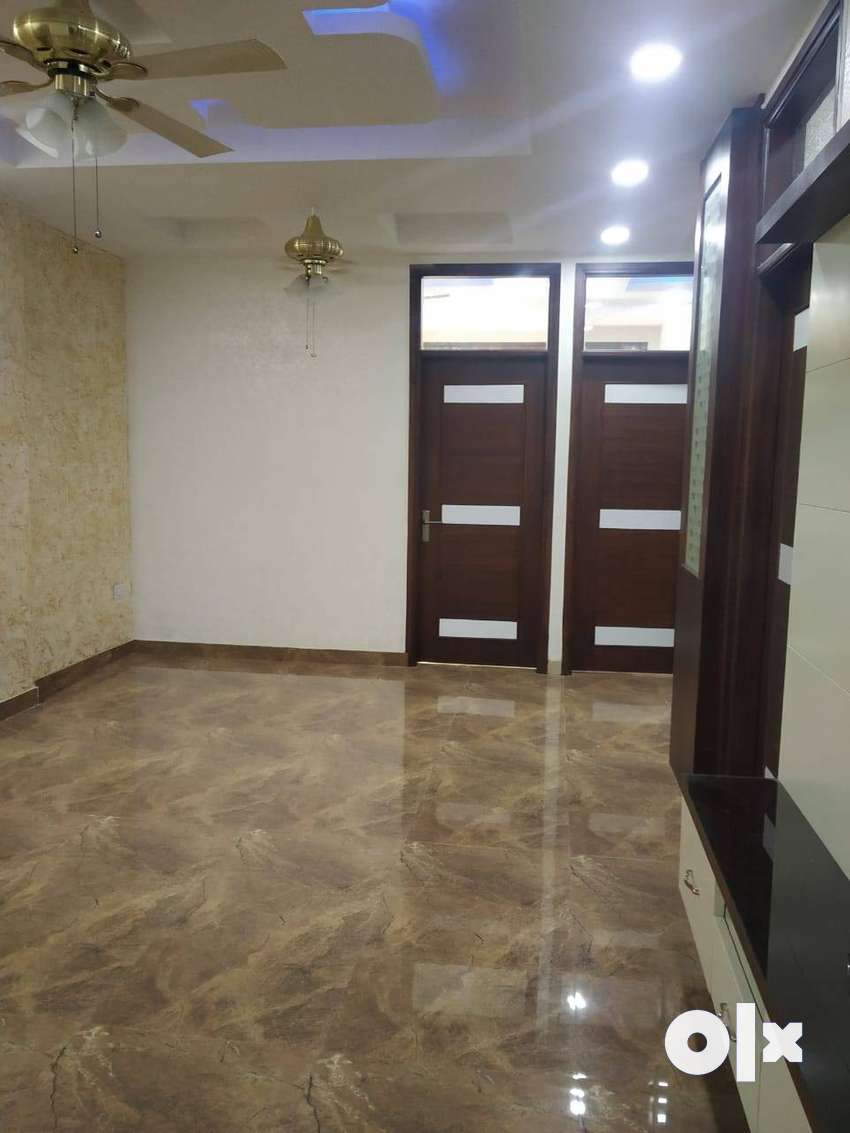 3 BHK BUILDER FLAT AVAILABLE IN VAISHALI NEARBY METRO 0