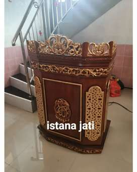 Mimbar masjid masih tersedia mimbar ukir