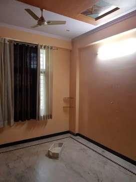 Chitrakoot Flat 3Bhk first floor, Corner Newly Renovated Urgent
