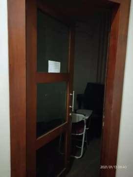 Pintu kayu kaca
