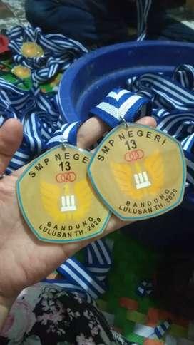 Medali premium harga minimum