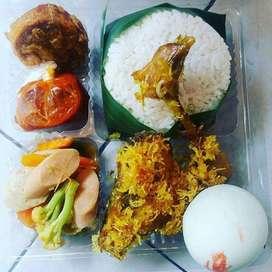 Nasi box Ayam srundeng+telur asin