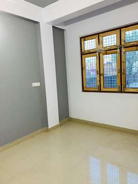 Newly built flat. 1 BHK on 4th floor. Premium location.