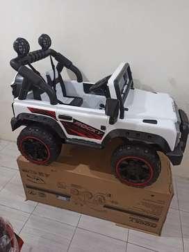 Mainan Mobil Jeep Aki