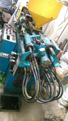 Salam m selling my injection moulding machine docter boy 22ton