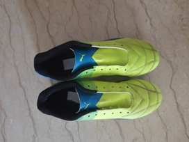 Football shoes (studs) size 4