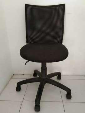 Kursi kantor hitam