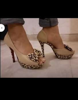 Women branded shoes