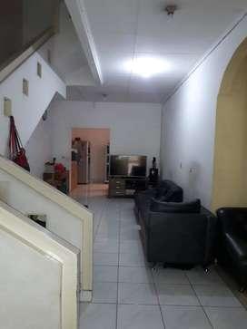 Dijual Rumah 2 lantai Depan Taman di Taman Surya 5