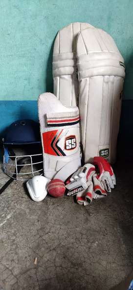 Cricket kit with one duse ball free. Hurry up!!!