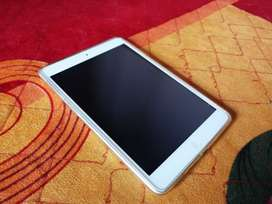 UAE MODEL IPAD MINI2,LIGHT USE, EXCHANGE ALSO WITH 10 INCH GOOD TABLET