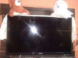 Samsung 32inch  led brand new condition only 9000/_
