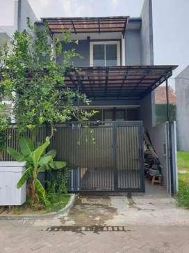 Rumah Villa Valensia Pakuwon Indah Bagus Terawat Dekat Pakuwon Mall