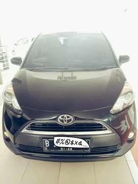 Dijual CASH Toyota Sienta V M/T Hitam Tahun 2017
