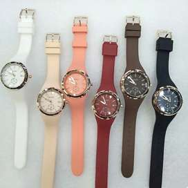 Jam tangan wanita Guess Chrono detik