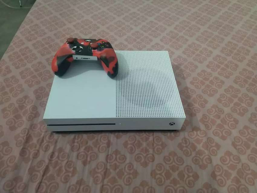 Xbox one S 1 TB in Mint Condition 10/10 0