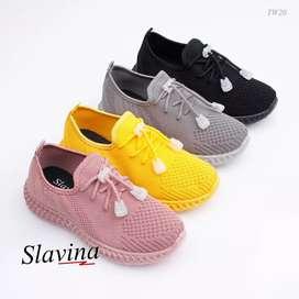 Sepatu import wanita slavina