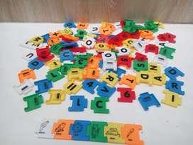 Puzzle magnet. Huruf. Angka.