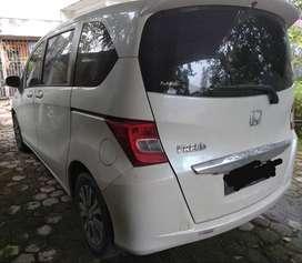 Honda freed 2012 putih mulus