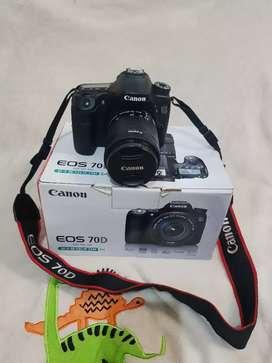 Canon DSLR 70d + Lensa Canon 18 - 55mm + wifi