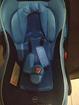 Kursi mobil untuk bayi