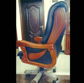 VVIP And VIP Conference Revolving Chairs Excellent Condition Imported