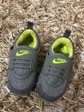Sepatu nike kids size 21
