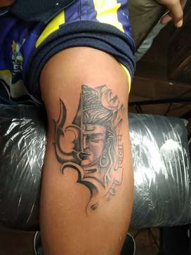 Requirement tattoo artist and Nail artist