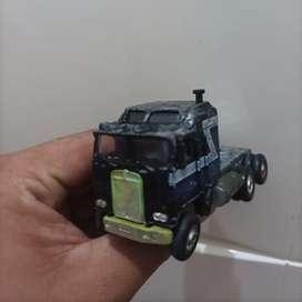 Miniatur diecast kepala truck