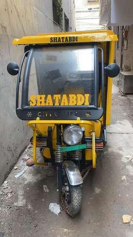 Selling e-rickshaw loader