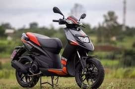 New aprillia  with out registration show room condition