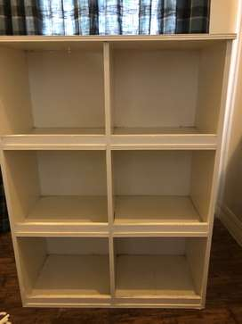 Toy/book shelf
