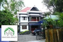 5000sqft 4bhk Posh house, 4bhk homestay on 17.5 cent at Kadavanthra