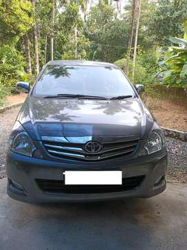 Innova full option 2.5 V